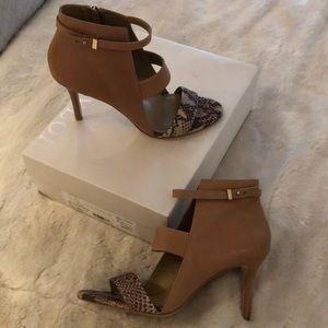 BNWB Ann Taylor Braylon cutout shoe/bootie SZ 9
